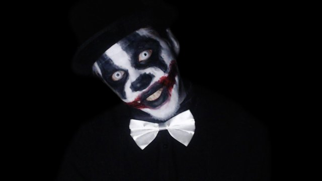 Craze Clowns Around On Omegle: People REALLY Hate Clowns...